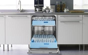 åben vaskemaskine som indeholder ren service